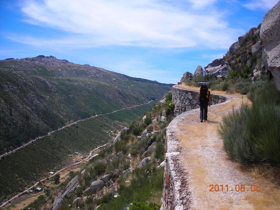 Hiking trails on the mountain Trilhos na serra
