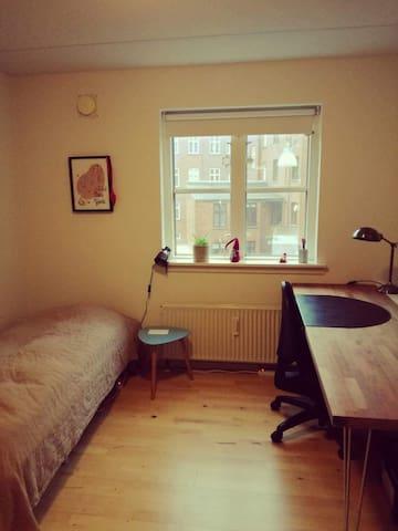 Lyst værelse i hjertet af Odense