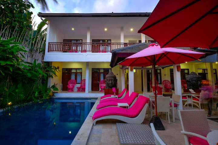 Cosy room + pool in the heart of  Senggigi Lombok