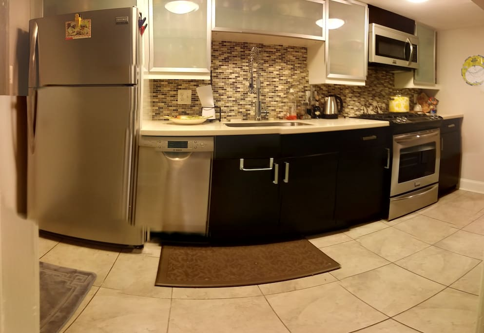 Full kitchen ready-to-use and dine w/gas range.