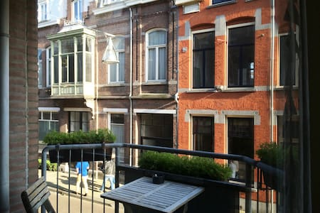Private room in down town apartment - Tilburg - Lejlighed
