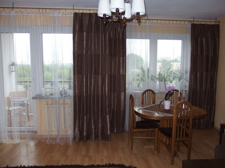 pokój z wejściem na balkon