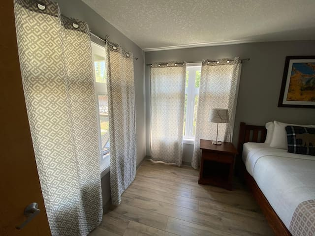 Unit 250/252 Two bedroom suite - King & Queen Bed