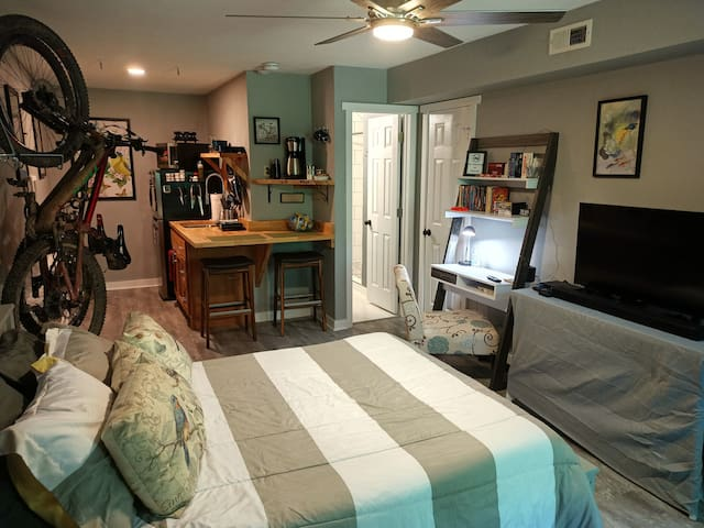 Comfortable Mini-suite with mini kitchen, full bath, and all the things you need to have a great time in NorthWest Arkansas.