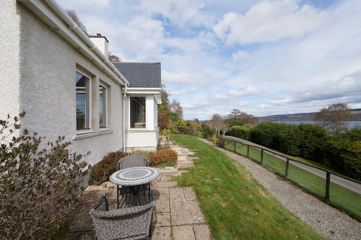 WoodSide 1Bed Cottage with fabulous Loch Ness View