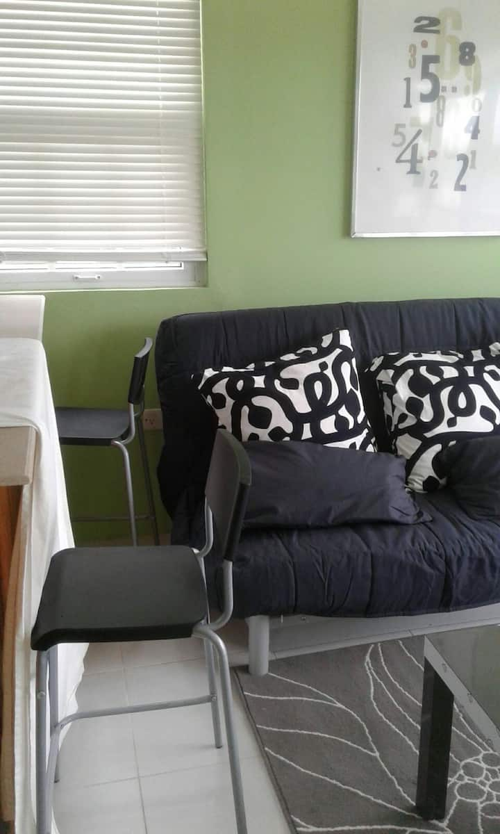 Modern Tropix -Quiet, Upscale, Comfortable Living!