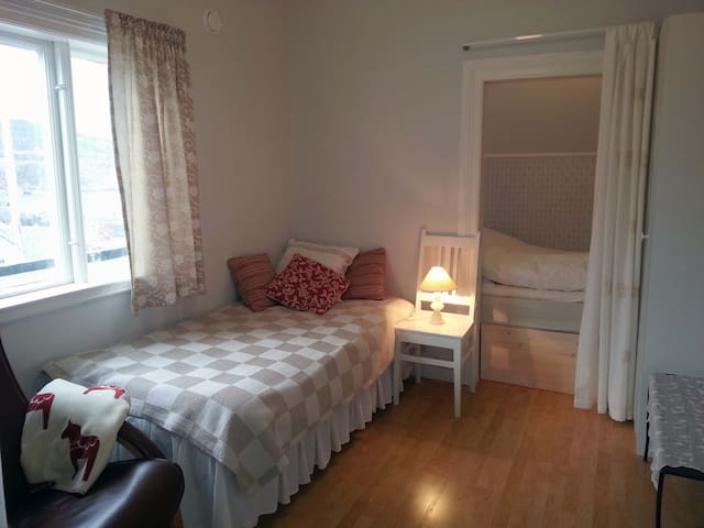 Double room in a charming house - Harstad - Bed & Breakfast