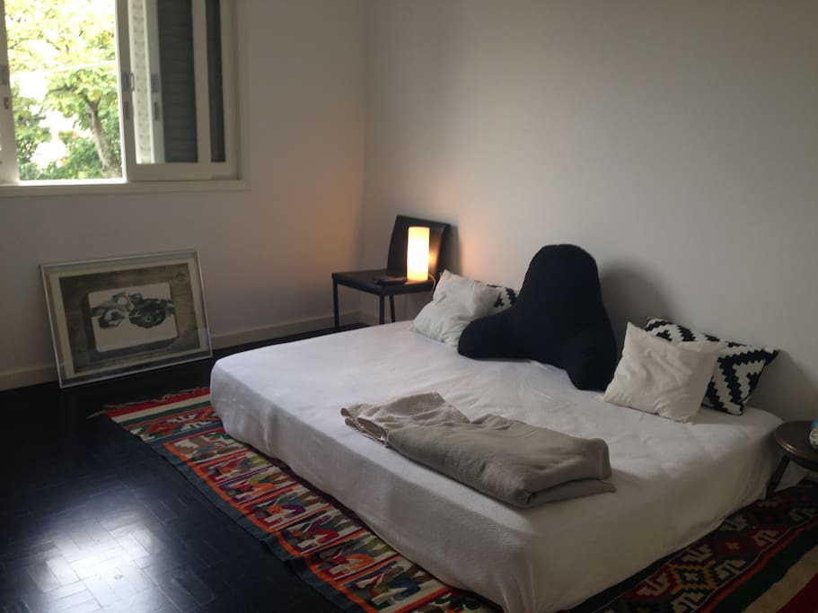 A room with a comfortable queen size bed and cable tv