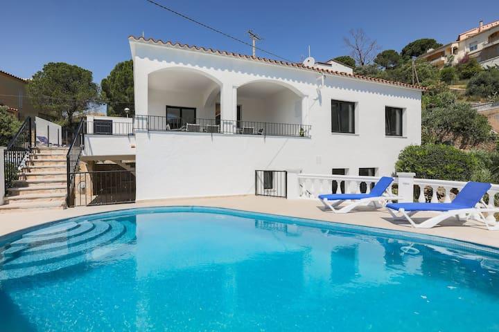 Luxusvilla mit Pool mit herrlichem Blick über die Bay of Roses