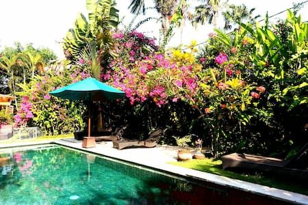Bungalow in beautiful garden - Kuta - Bungalow