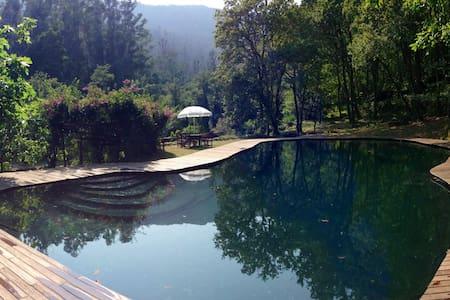 bosque privado con piscinas naturales - A Pobra do Caramiñal - Домик на природе