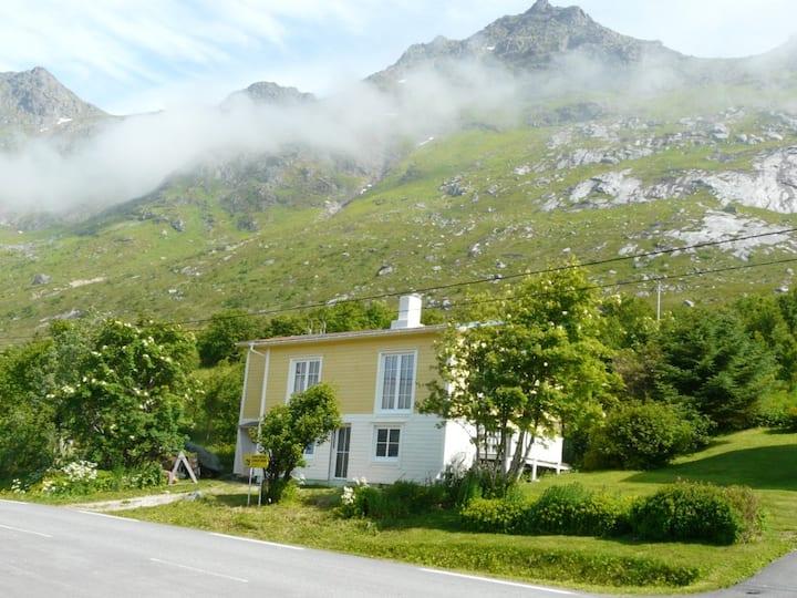 Ferienwohnung direkt am Skjelfjord in Lofotenmitte