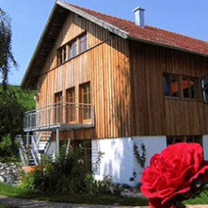 Im 1. OG befindet sich die neugebaute Ferienwohnung die nach baubiologischen Richtlinien gefertigt wurde.