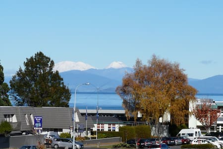 Short Walk To Town, Great Views - 陶波(Taupo)
