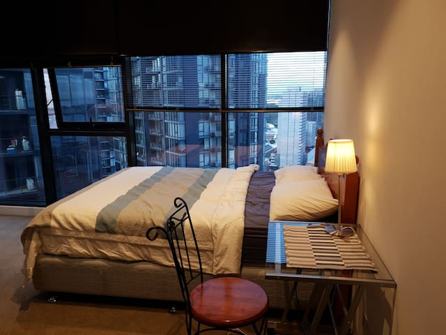 Private bedroom in Southbank
