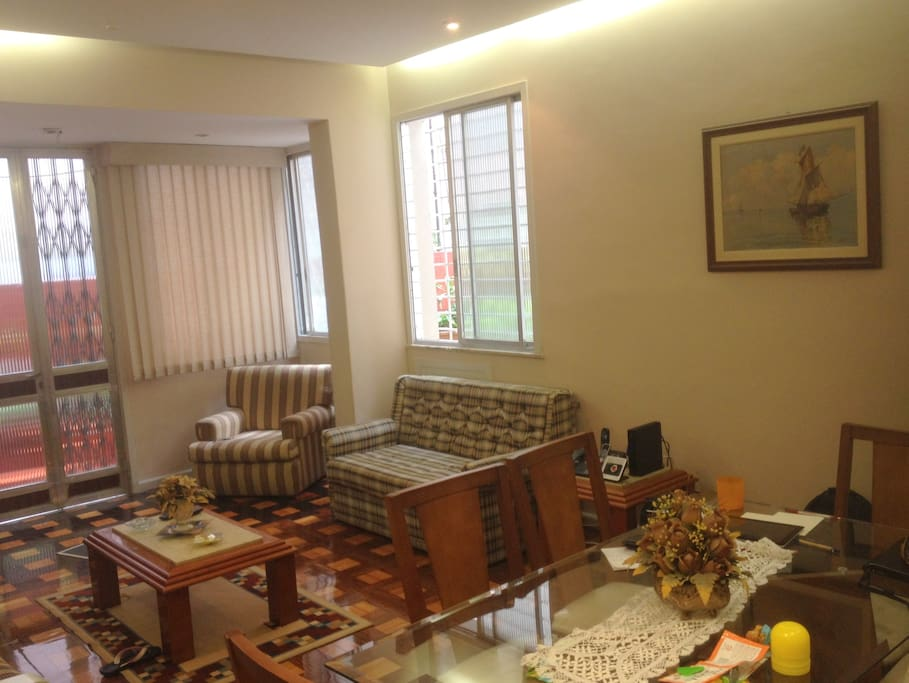 Bright and cozy living room, fully furnished and equipped with cable TV, wifi, telephone (deposit required), table with 6 chairs, sofa bed, sofa and other items.