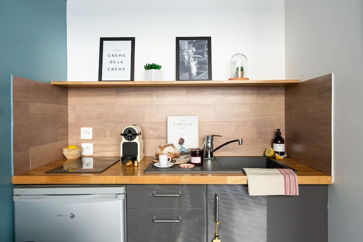 Prepare & taste a Parisian breakfast in your kitchen with croissant, baguette, confiture !