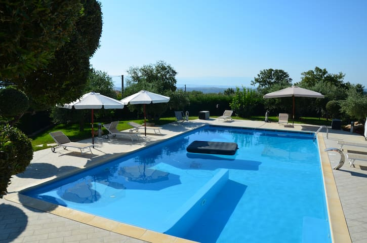 Italian Villa with private pool and unlimited wine