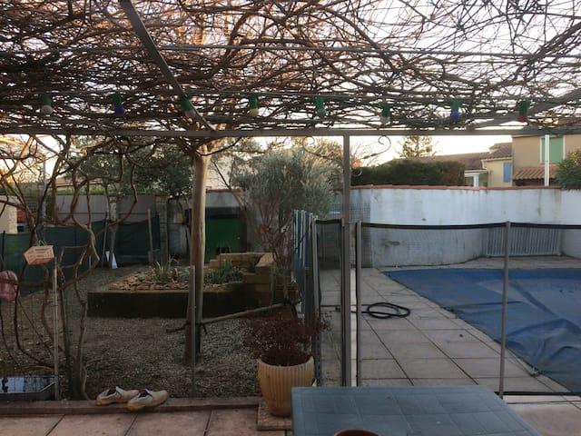 Belle maison avec jardin et piscine - Le Pontet - Rumah