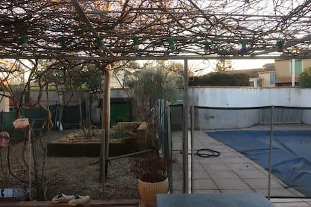Belle maison avec jardin et piscine - Le Pontet - House