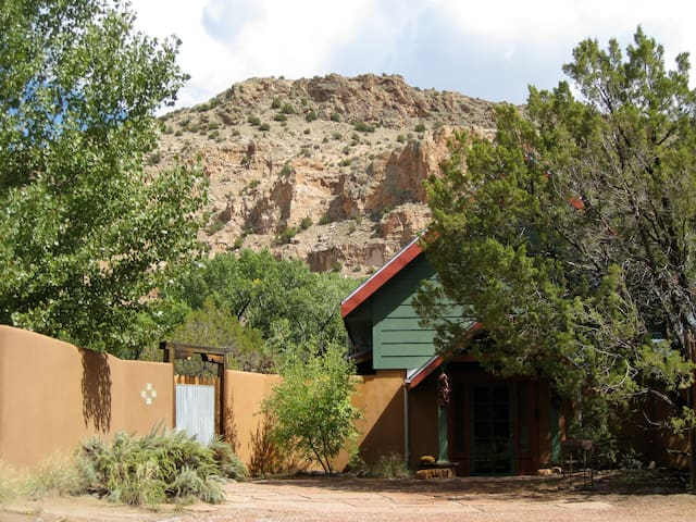 Solar House on the Rio Chama - Abiquiu - Huis