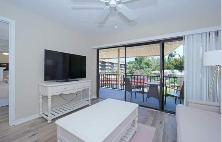 Park Shore Resort Beautiful 2 bedroom 2 bath condo