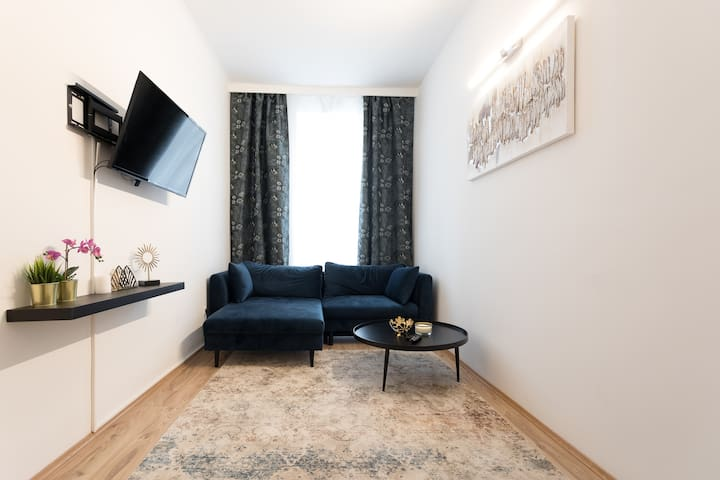 Sparkling Clean 2BR Minutes From Downtown