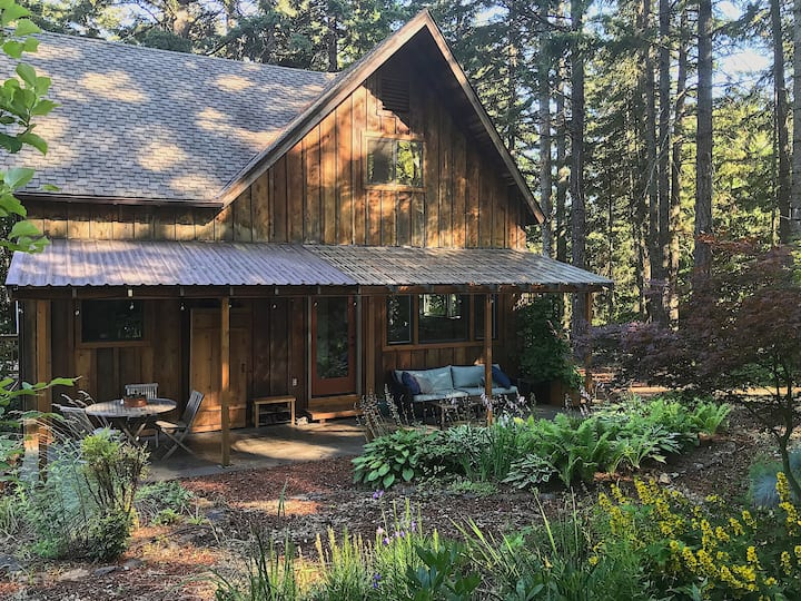 Spacious woodsy home—perfect for getting away!