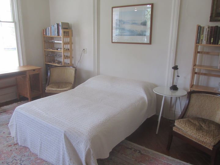 118 East Court Street Guest Room