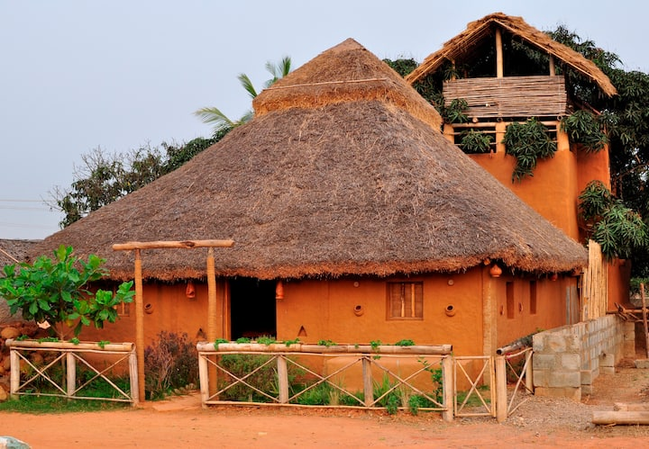 Mud House and Tree House Home Stay