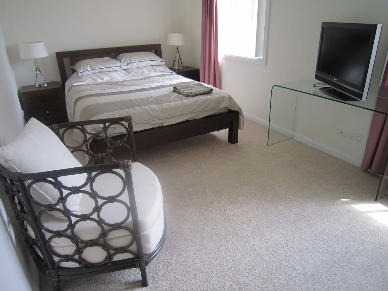 Private room and bathroom 12km from Sydney CBD