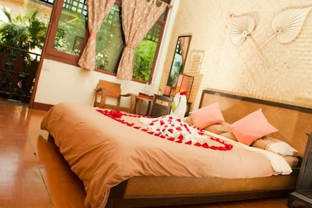 Family guesthouse in old city - Chiang Mai - Bed & Breakfast