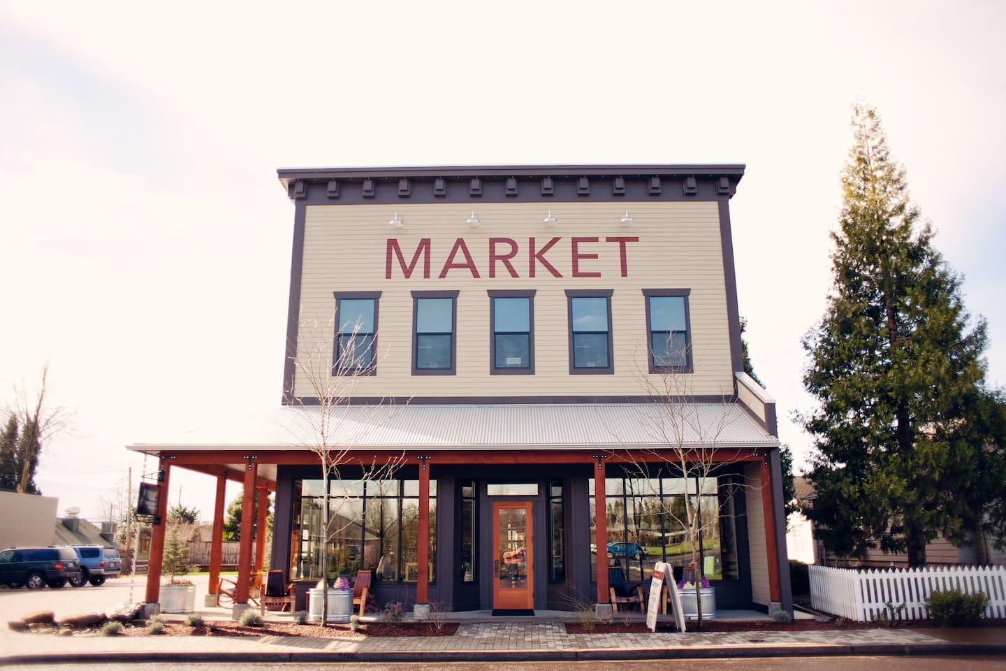 The beautiful Market Loft Studio is located upstairs above the Red Hills Market.