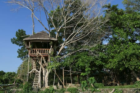 Treehouse by Taal Lake (Kapusod) - House