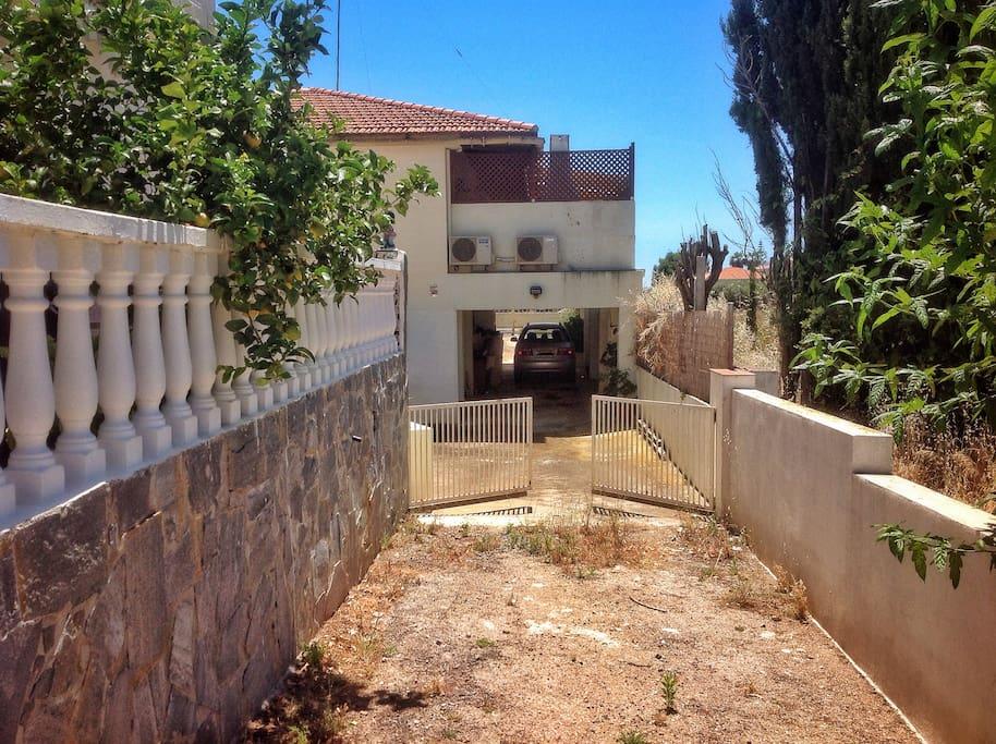Calle privada - Entrada
