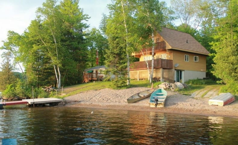 Lakeside Haven- Year Round Cottage