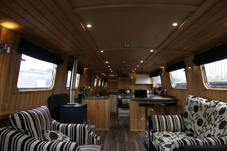 TOM the wide-beam houseboat - Ripon - Boat