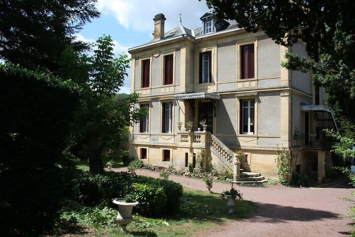 La chambre de Grand-Mère - Couze-et-Saint-Front - Daire