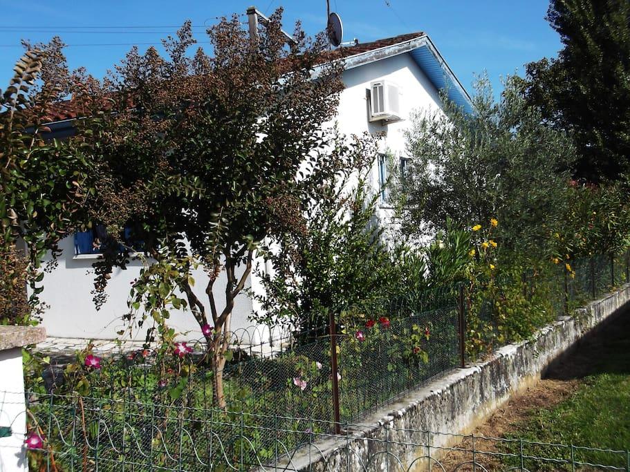 Maison individuelle avec jardin houses for rent in for Piscine jardin valence