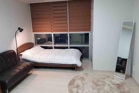 Designer's home/WholeHouse/1min_Humphrey MainGateG