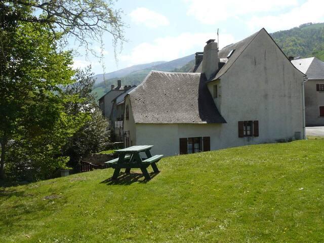 Maison de village traditionnelle à Campan 4 à 6 p