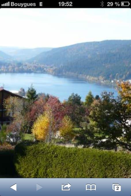 Vue sur le lac de Gérardmer depuis la terrasse
