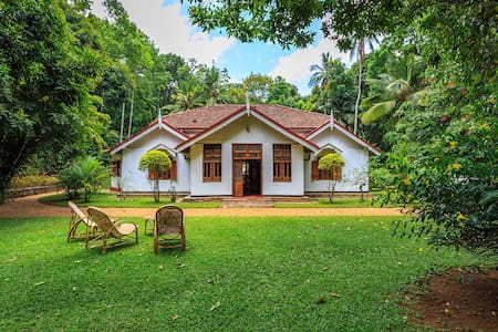 Somaland Estate (Entire Bungalow) Gampola