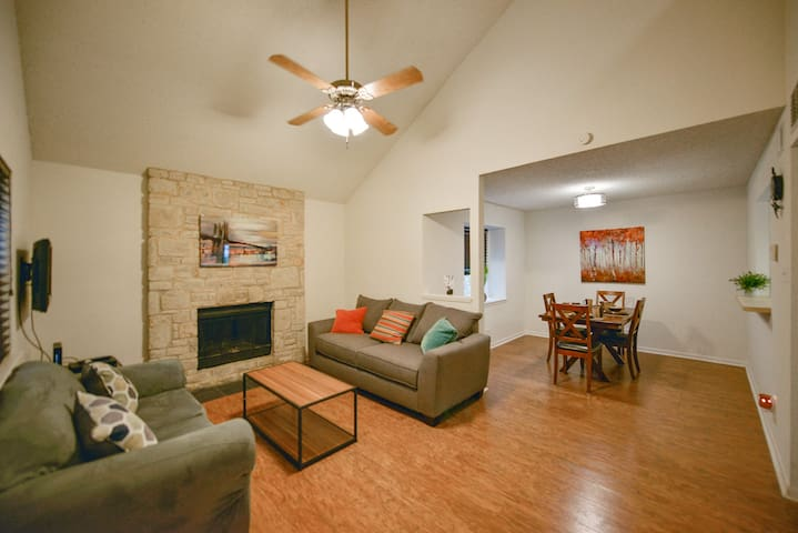 Cozy Condo in an Upscale Green area w\Patio & Pool - San Antonio - Kondominium