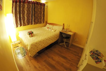 Double Bedroom close to Dublin City Centre ☺ - House
