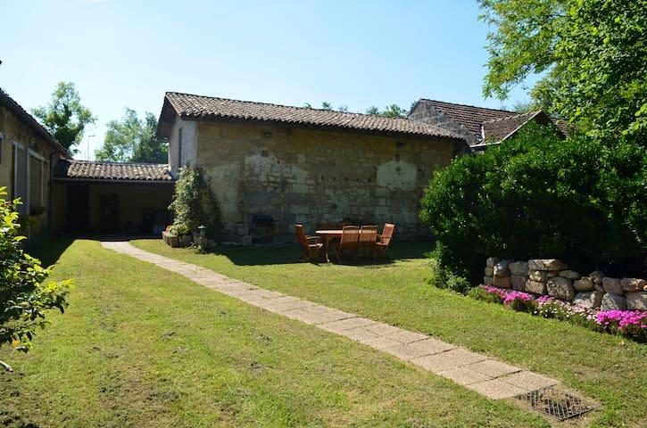 chambre grande villa 20min bordeaux - Saint-André-de-Cubzac - Casa