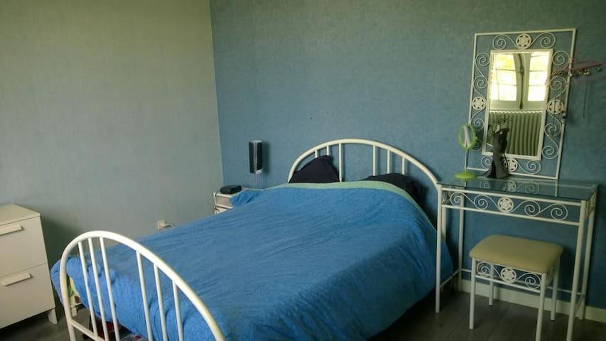 Chambre avec lits 140 et 90 cm