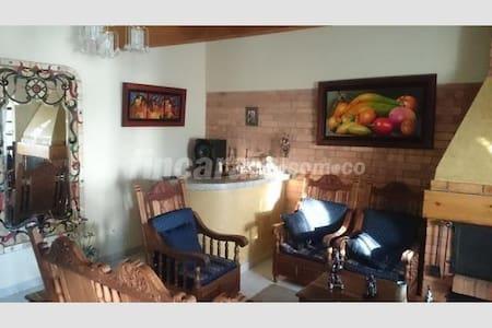 Cómoda casa, amplia, cerca a Bogotá, aeropuerto. - Tenjo - House