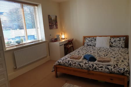 Comfy double room in safe area in South Dublin