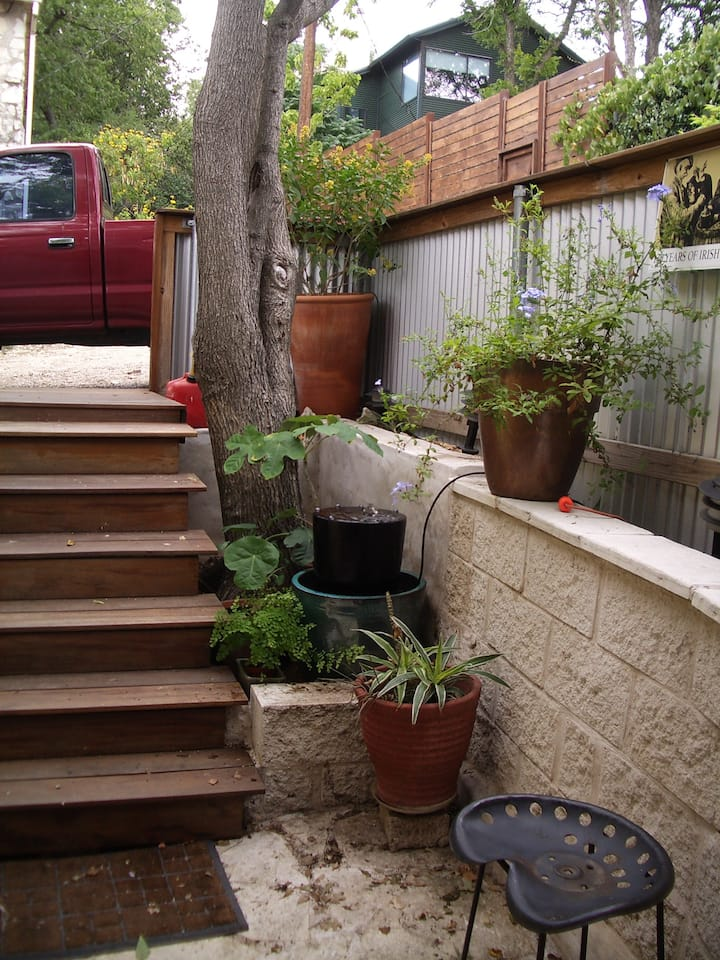 Monthly Rental Guest House /Apartment  in SoCo